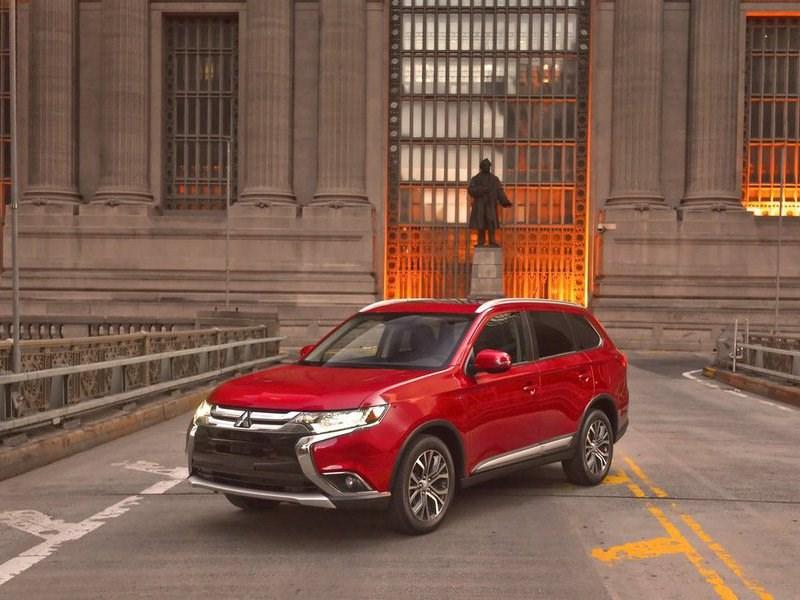 В сентябре Mitsubishi потерял более половины российских продаж