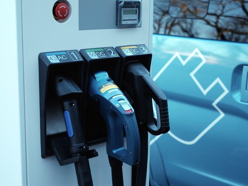 Вдоль четырех скоростных трасс Автодора появятся зарядки для электрокаров