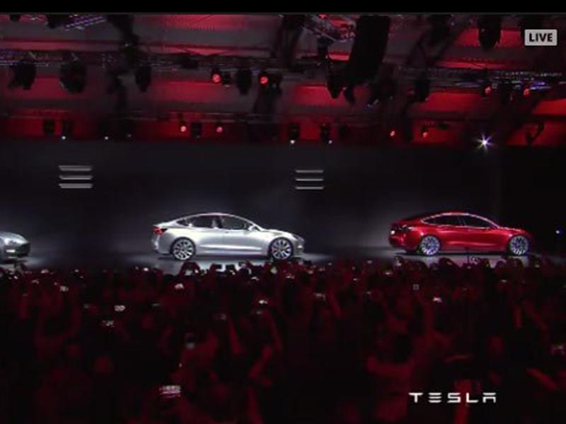Tesla получила рекордные 276 тыс. предзаказов на Model 3
