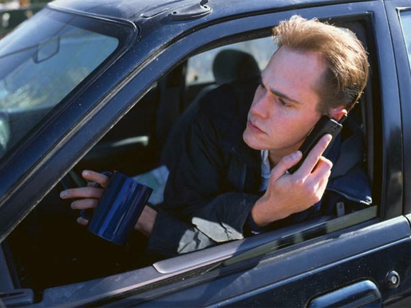 Водители смогут связываться с ГИБДД с помощью мобильных и Интернета