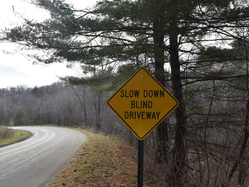 В России может появиться новый дорожный знак «Зона торможения»