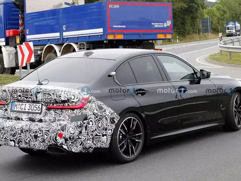 BMW вывел на тесты новый седан третей серии