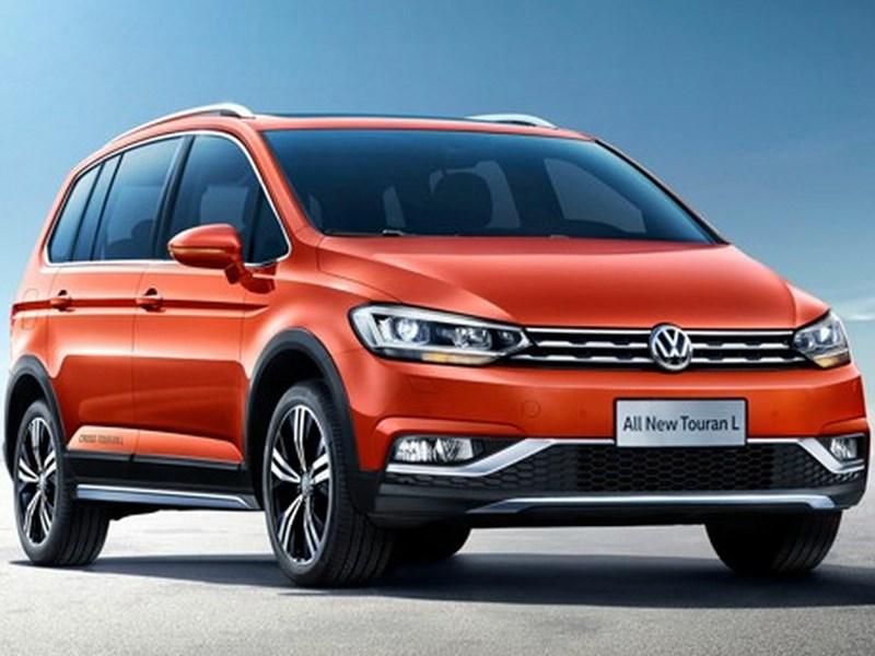 VW Touran прикинулся кроссовером