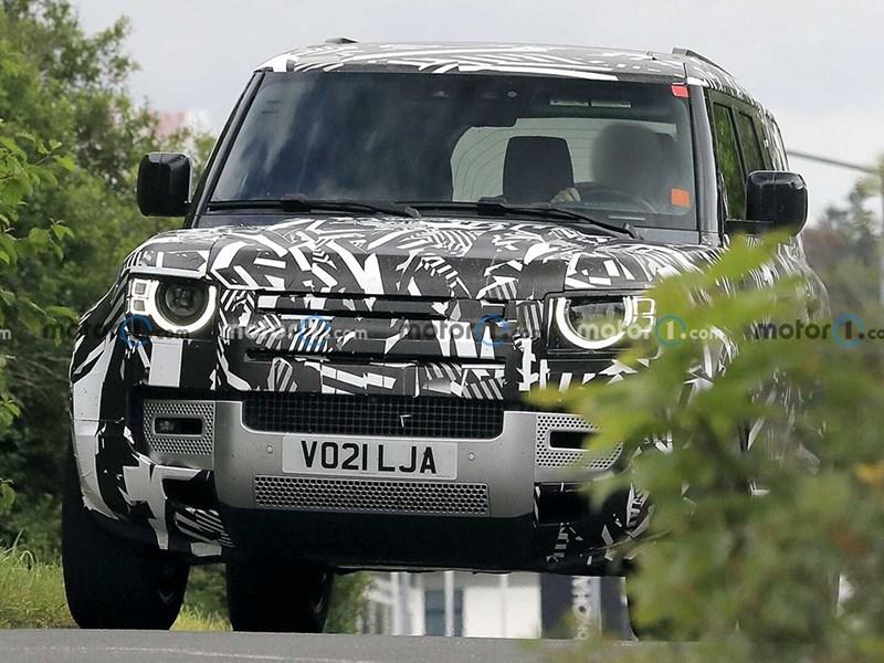 Шпионы запечатлели необычный Land Rover Defender