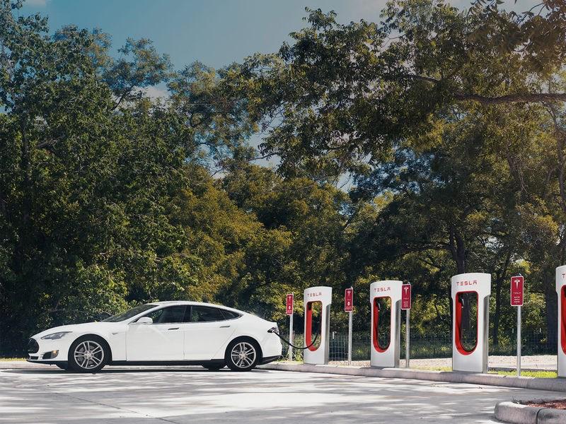 В Подмосковье установлена первая зарядная станция Tesla Supercharger