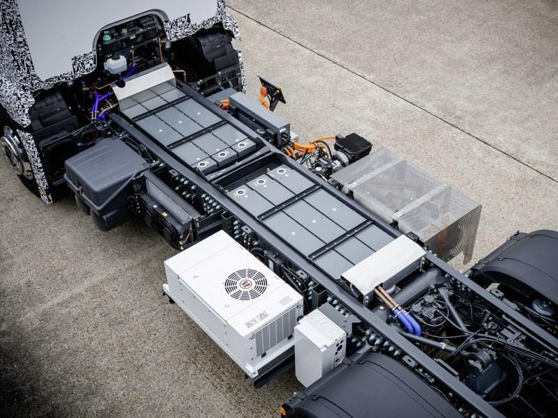 Mercedes-Benz представил собственный электрический грузовик