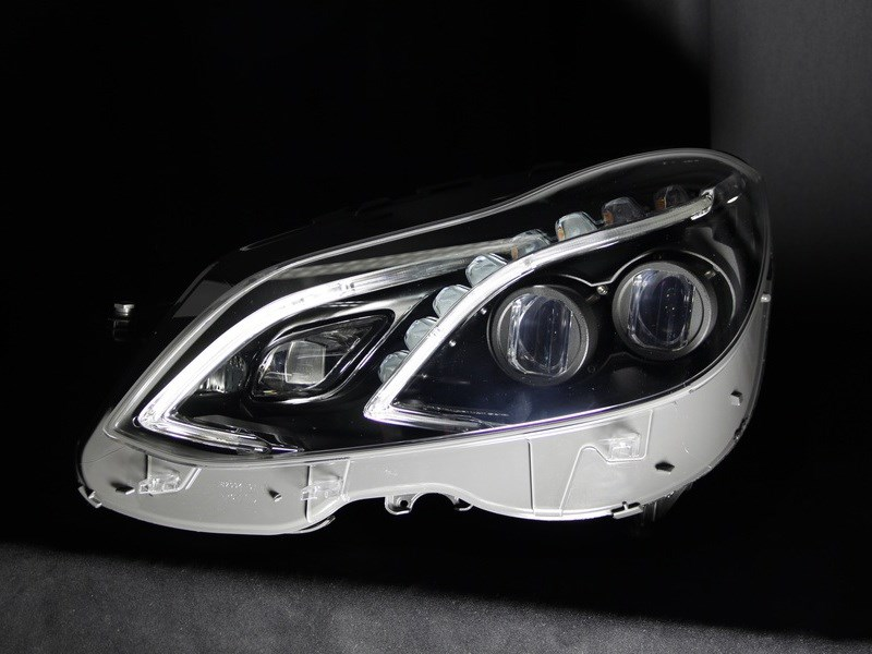 Daimler AG представил новую светодиодную матрицу