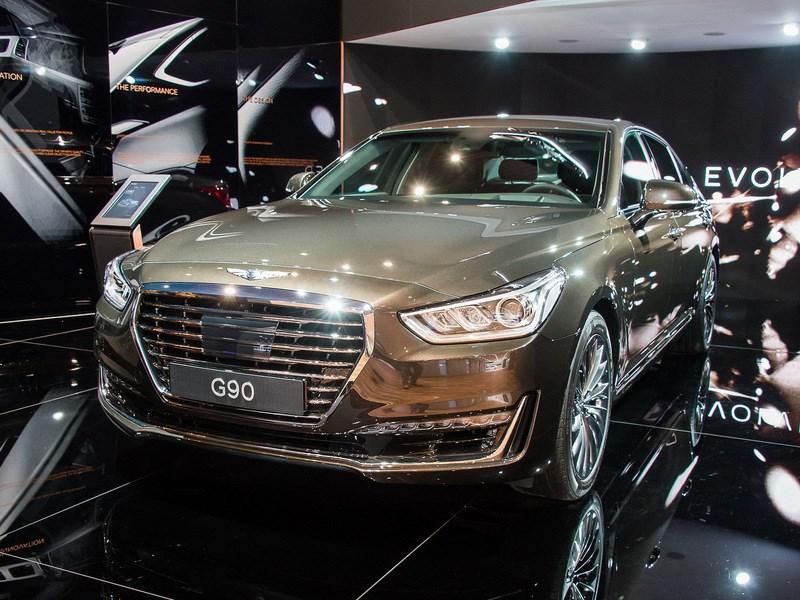 В октябре на российских дорогах появились первые седаны Genesis G90