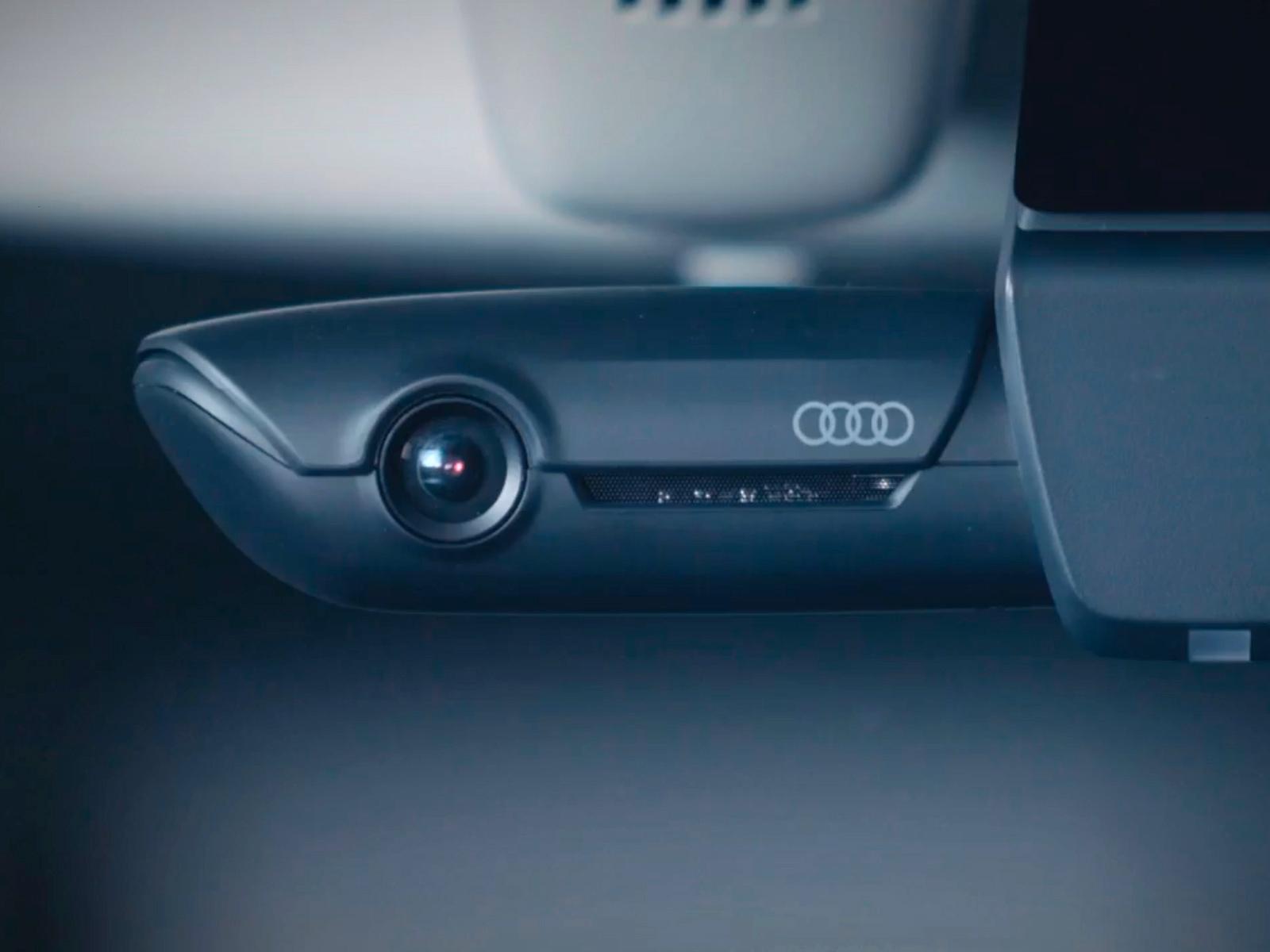 Universal Traffic Recorder идеально вписывается в интерьер любой модели Audi